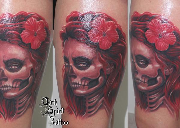 Tatouage santa muerte mexicaine entour e par les hirondelles pictures to pin on pinterest - Santa muerte tatouage signification ...