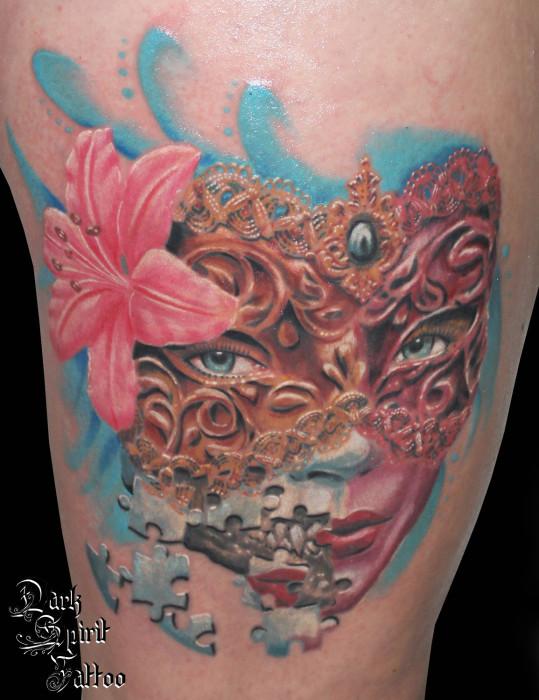 Fleur de couleurs vives tattoo - Tatouage fleur couleur ...