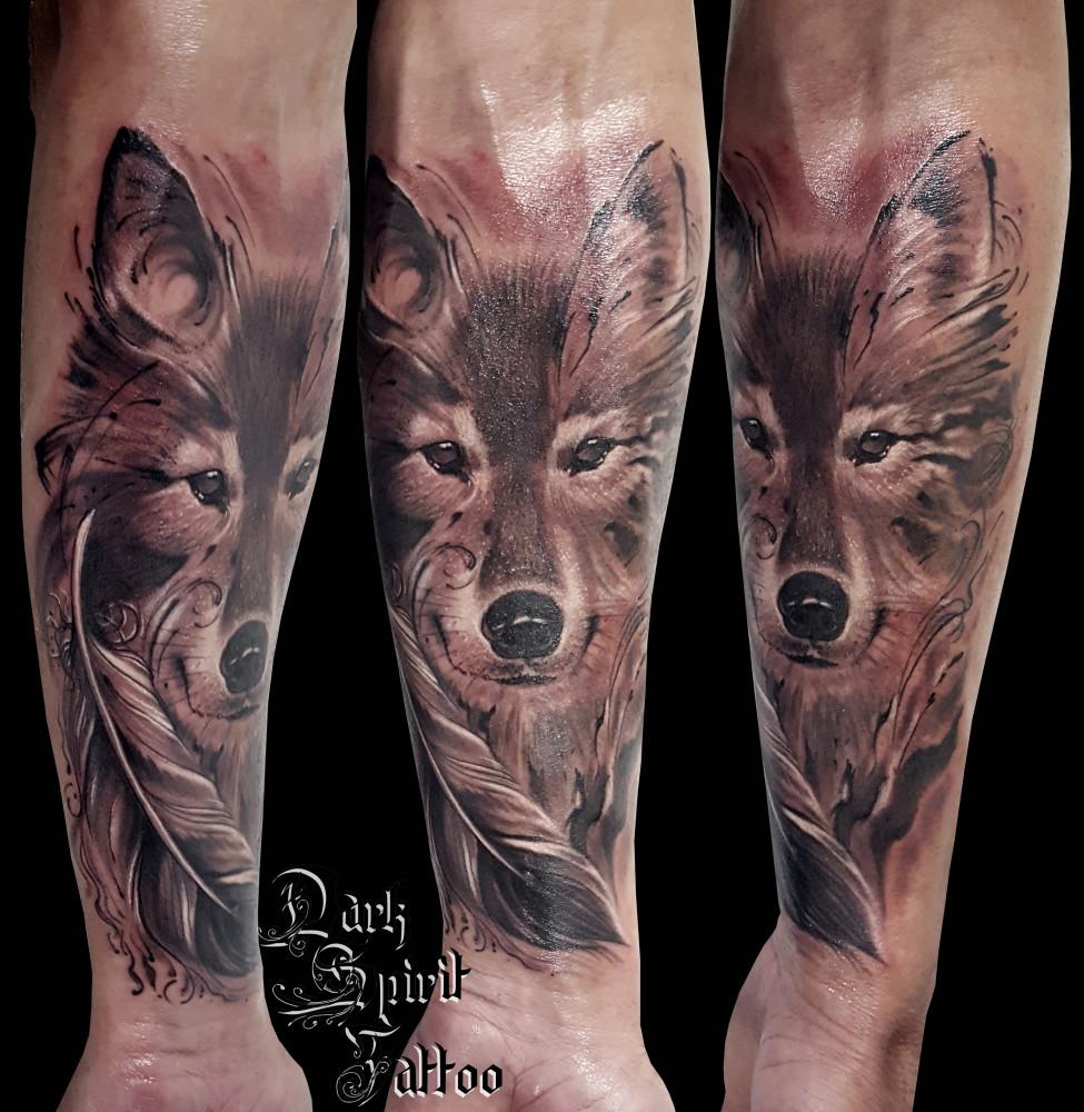 loup tatouage gallery of quelle est la des tatouages de loups vous voulez vous faire tatouer. Black Bedroom Furniture Sets. Home Design Ideas