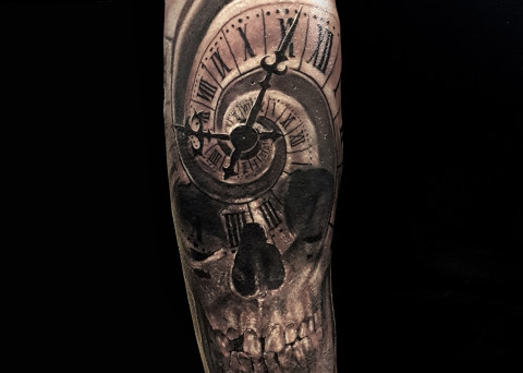Tattoo galerie archive dark spirit tattoo - Tatouage tete de mort avant bras ...
