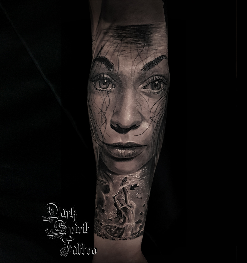 Tatouage Realiste Femme Danse Portrait Sous L Eau Poisson Dark